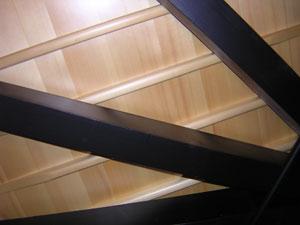 فریم چوبی یک گرند پیانو - نما از زیر