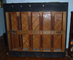 فریم چوبی یک پیانو دیواری - نما از پشت
