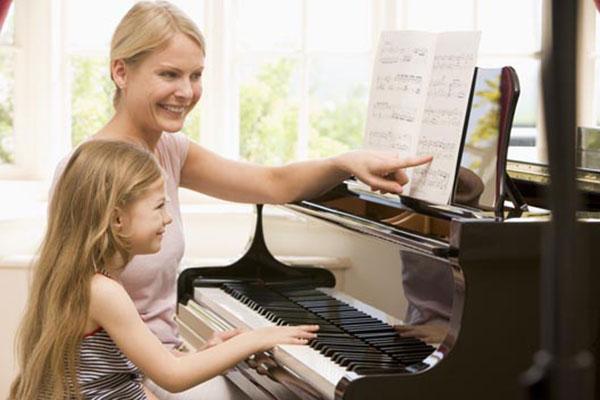 بهترین سن برای یادگیری پیانو کودکان