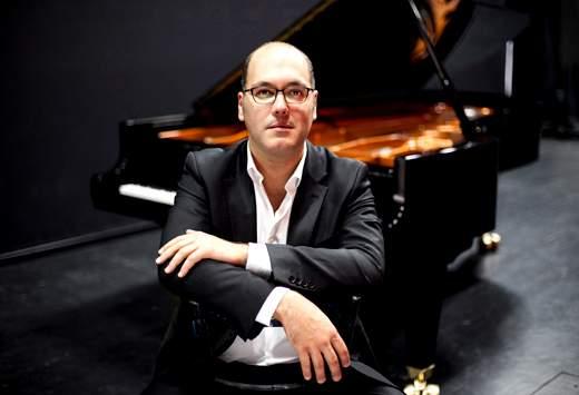 رسیتال پیانوى «گوتلیب والیش» پیانیست اتریشى در ایران